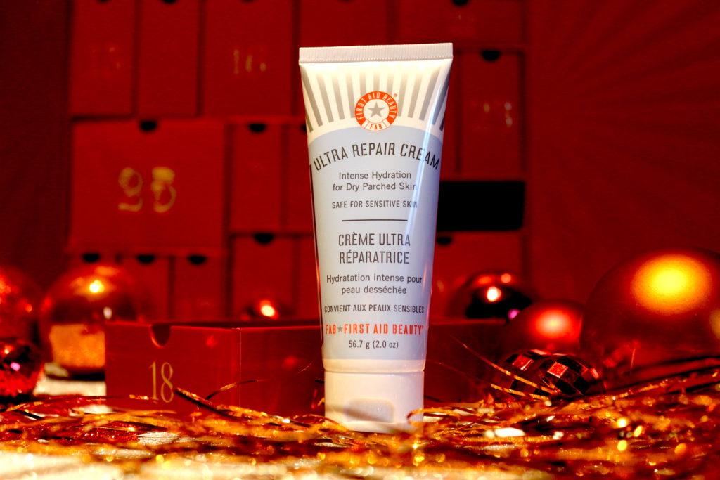 Crème ultra réparatrice de la marque First Aid Beauty dans la case 18 du calendrier de l'avent Look Fantastic 2018