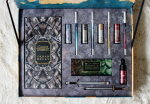 Intérieur du coffret Urban Decay et Game of Thrones