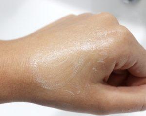 Test de la texture du savon Ciment Paris