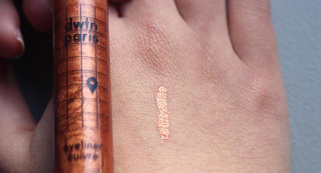Swatch de l'eyeliner DWTN Paris en teinte cuivre